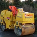 Av annet utstyr kan det nevnes stor vals, stamper, vibroplater og asfaltskjærer. Her ser du en Vibromax W 255 (2600 kg).